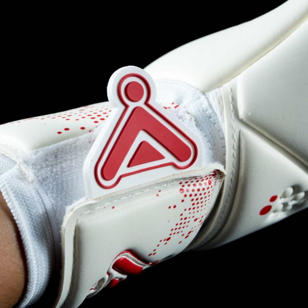 GK Icon Apex Glove Wrist and tag Close Up